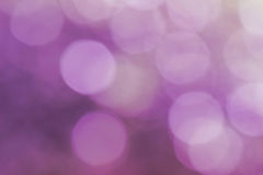 Abstract onduidelijk beeld met bokhe van licht door de bomenstemming Royalty-vrije Stock Afbeeldingen