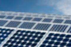 Abstract onduidelijk beeld - zonnepaneel, photovoltaic, alternatieve elektriciteitsbron Stock Foto's