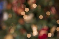 Abstract onduidelijk beeldbeeld van verfraaide pijnboomboom op Kerstmis Royalty-vrije Stock Afbeeldingen