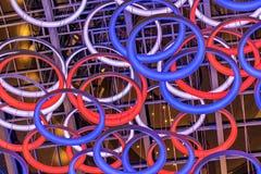 Abstract ontwerp van kleurrijke blauwe en rode cirkels Royalty-vrije Stock Afbeeldingen