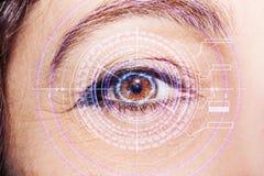 Abstract oog met digitale cirkel Futuristisch van de visiewetenschap en identificatie concept Stock Foto