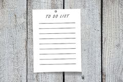 Paper note, wooden background Royalty Free Stock Images