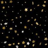 Abstract patroon van willekeurige dalende gouden sterren op zwarte backgroun Royalty-vrije Stock Foto