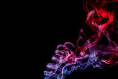 Abstract rood - blauwe rook van aromatische stokken Stock Fotografie