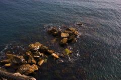 Abstract rotswater   en kustlijn Stock Foto