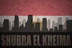 Abstract silhouet van de stad met tekst Shubra Gr Kheima bij de uitstekende Egyptische vlag Royalty-vrije Stock Foto's