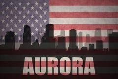 Abstract silhouet van de stad met tekstdageraad bij de uitstekende Amerikaanse vlag Royalty-vrije Stock Afbeeldingen