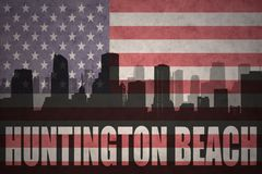 Abstract silhouet van de stad met teksthuntington beach bij de uitstekende Amerikaanse vlag Royalty-vrije Stock Afbeeldingen