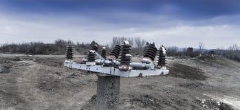 Abstract standpunt van de bovenkant van een verlaten elektrische pyloon Royalty-vrije Stock Foto