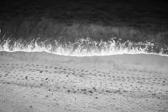 Abstract Strand en Voetafdrukken in Zwart-wit Stock Fotografie