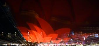 Abstract vang van de rode kleur die de zeilen van het Operahuis verlichten Royalty-vrije Stock Fotografie