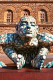 Abstract in verwarring brengend beeldhouwwerk van de mens Stock Afbeelding