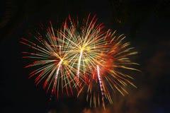 Abstract vuurwerk in de donkere hemel Royalty-vrije Stock Foto