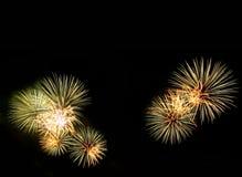 Abstract vuurwerklicht omhoog in de hemel bij nacht Royalty-vrije Stock Afbeelding