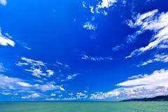 Abstract zeegezicht op een de zomer zonnige dag op de Zwarte Zee, Sotchi, Rus Stock Foto's