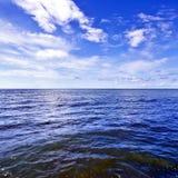 Abstract zeegezicht op een de zomer zonnige dag op de Zwarte Zee, Sotchi, Rus Stock Afbeeldingen