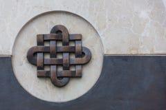 Abstract zonornament, een steen bas-hulp op de muur Stock Afbeelding