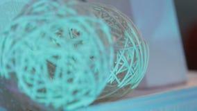 Abstracte achtergrond, bal van wijnstokken, ballen van lichte wijnstokken, decoratieve ornamenten stock video