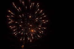 Abstracte Achtergrond: Het overlappen van Exploderend Vuurwerk kijkt als Spin en Web Stock Foto's