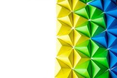 Abstracte achtergrond met blauwe, groene en gele origamitetrageders stock foto's
