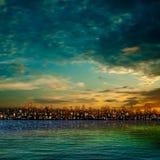 Abstracte achtergrond met silhouet van stad Stock Foto's