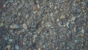 Abstracte achtergrond met stenen Kiezelstenen, kust stock video