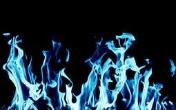 Abstracte achtergrond van blauwe vlambrand op zwarte achtergrond royalty-vrije stock afbeeldingen