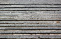 Abstracte achtergrond van grijze horizontale concrete treden Stock Afbeeldingen
