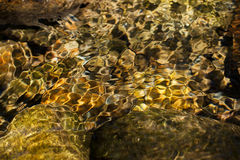 Abstracte achtergrond van het bewegen van water Royalty-vrije Stock Afbeeldingen