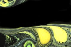 Abstracte achtergrond in zwarte met geel en groen stock afbeeldingen