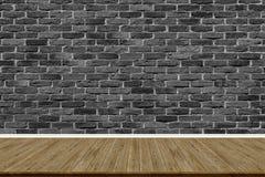 Abstracte bakstenen muur en houten vloer in ruimte voor kunstwerk royalty-vrije stock foto's