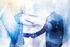 Abstracte bedrijfshanddruk Concept vennootschap en groepswerk Dubbele blootstelling royalty-vrije stock afbeeldingen