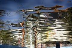 Abstracte bezinning in water Royalty-vrije Stock Afbeelding