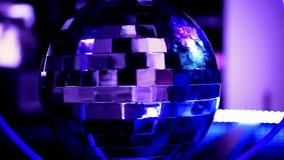 Abstracte blauwe achtergrond met discobal stock footage