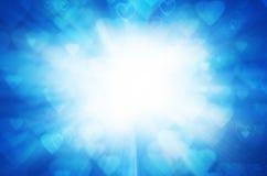 Abstracte blauwe achtergrond met licht van hart. Stock Afbeelding