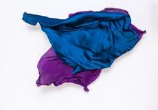 Abstracte blauwe en violette stof in motie royalty-vrije stock afbeelding