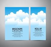 Abstracte blauwe hemel met van de bedrijfs wolkenbrochure ontwerp omhoog malplaatje of broodje Royalty-vrije Stock Afbeelding