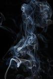 Abstracte blauwe rook van aromatische stokken Royalty-vrije Stock Afbeeldingen