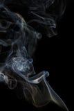 Abstracte blauwe rook van aromatische stokken Stock Fotografie