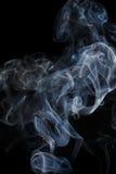 Abstracte blauwe rook van aromatische stokken Stock Afbeelding