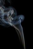 Abstracte blauwe rook van aromatische stokken Royalty-vrije Stock Fotografie