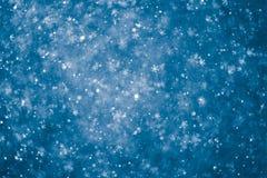 Abstracte blauwe sneeuwvlokkenachtergrond Stock Afbeeldingen
