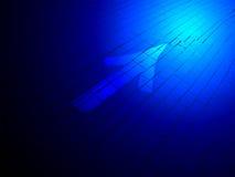 Abstracte blauwe verlichting, richtingsteken over baksteen, royalty-vrije stock fotografie