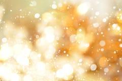 Abstracte bokeh gouden achtergrond met sneeuw Royalty-vrije Stock Afbeeldingen