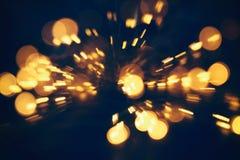 abstracte bokehachtergrond van gouden lichte die uitbarsting van bokehmotie wordt gemaakt stock afbeelding