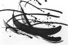 Abstracte borstelslagen en plonsen van verf op Witboek Waterverftextuur voor het creatieve behang of ontwerpkunstwerk, zwarte a royalty-vrije stock foto's