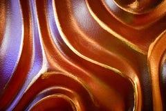 Abstracte, bruine, convexe, driedimensionele, unieke mooie, golvende die textuur van een steenmuur van beton met verf wordt gesch royalty-vrije stock fotografie