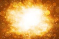 Abstracte cirkelbokeh met gouden achtergrond. Stock Foto's