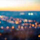Abstracte cirkelbokeh van stads vertroebelende lichten op blauwe achtergrond Stock Foto's