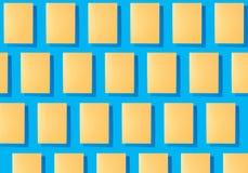 Abstracte collage van bladen van gekleurd document stock foto